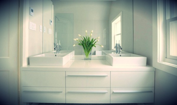 How To Make Your Small Bathroom Look Bigger | DIYit